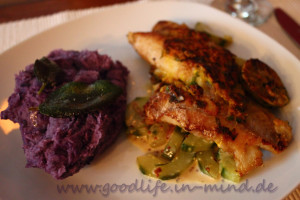 Rotbarschfilet, Gurken und purple Potatoes