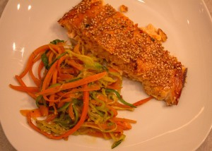 Lachs mit Zuccinispaghetti