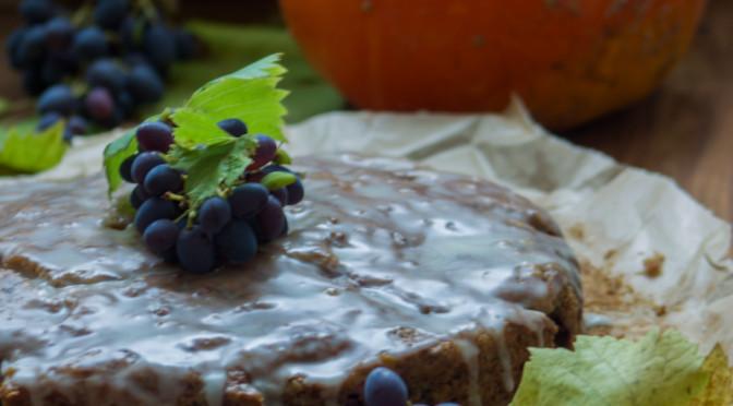 Kürbiskuchen mit Trauben und Walnüssen