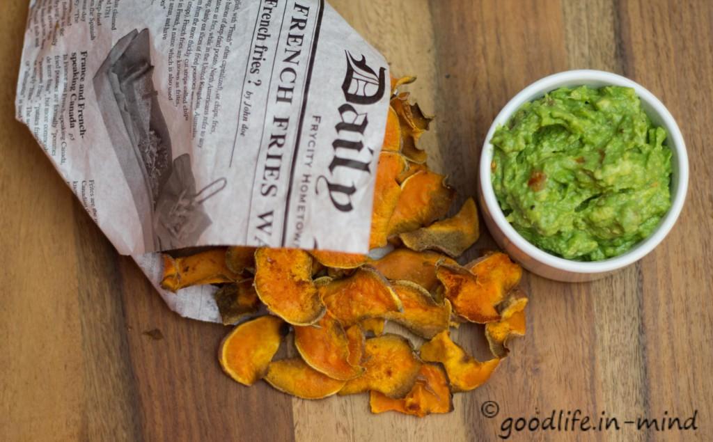 Suesskartoffelchips-Guacomole