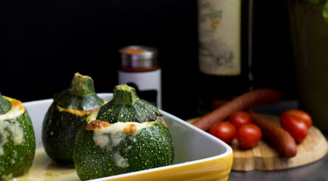 Gefüllte Zucchini mit Cabanossi