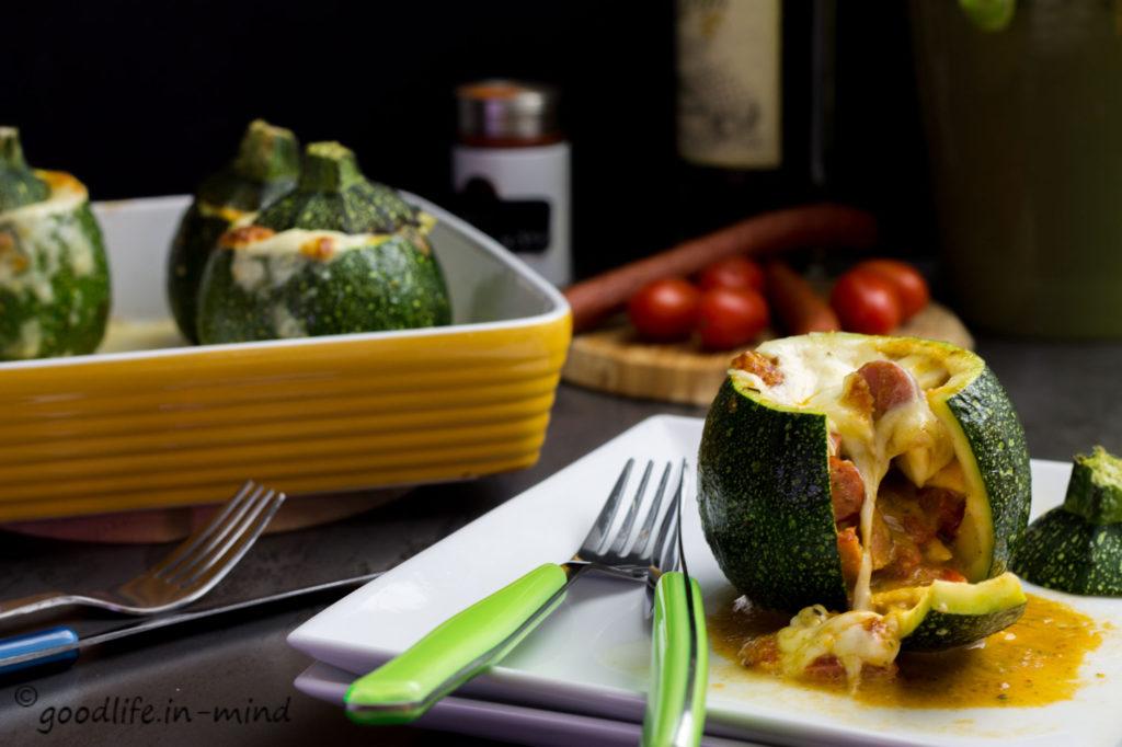 gefüllte-Zucchini-mit-Cabanossi