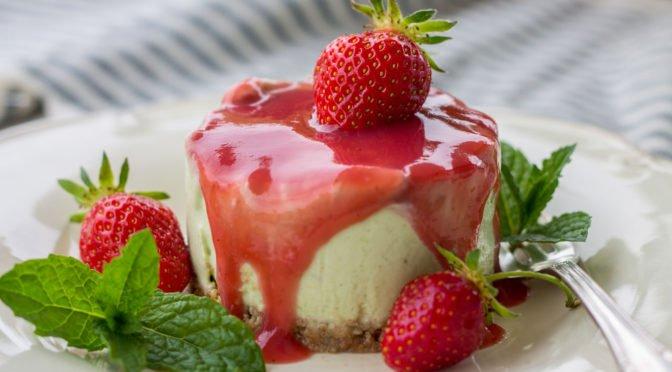 Cheesecake mit Basilikum und Erdbeeren / no bake