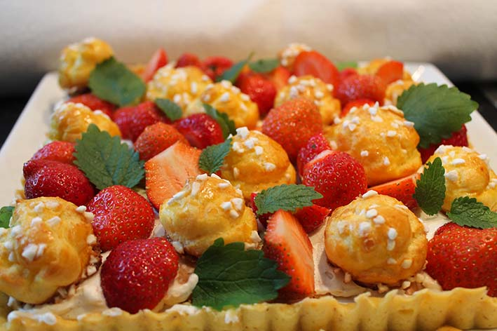 Windbeutel mit Vanillecreme und Erbeeren / Tarte chouquettex aux fraises