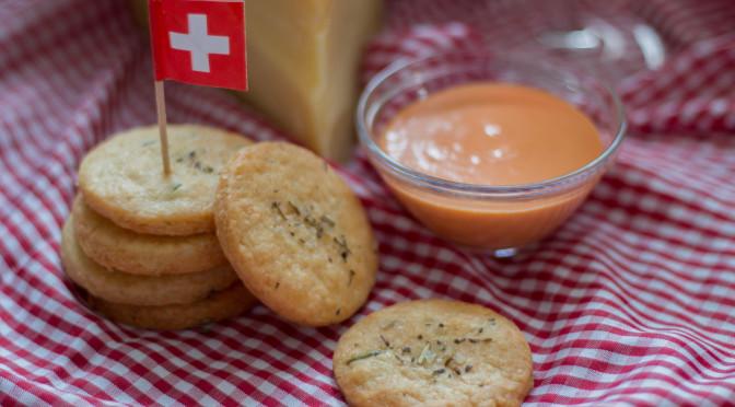 Schweizer Käse Cracker aus Etivaz mit Paprikacreme