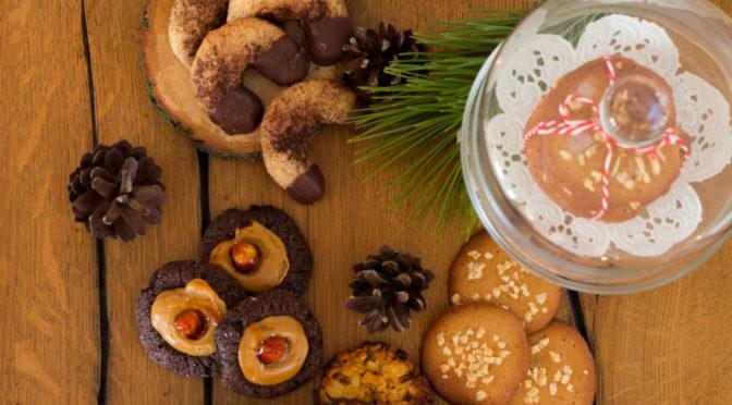 Weihnachtsbäckerei mit pelzigem Besuch