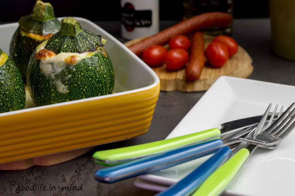 mit-cabanossi-gefüllte-Zucchini