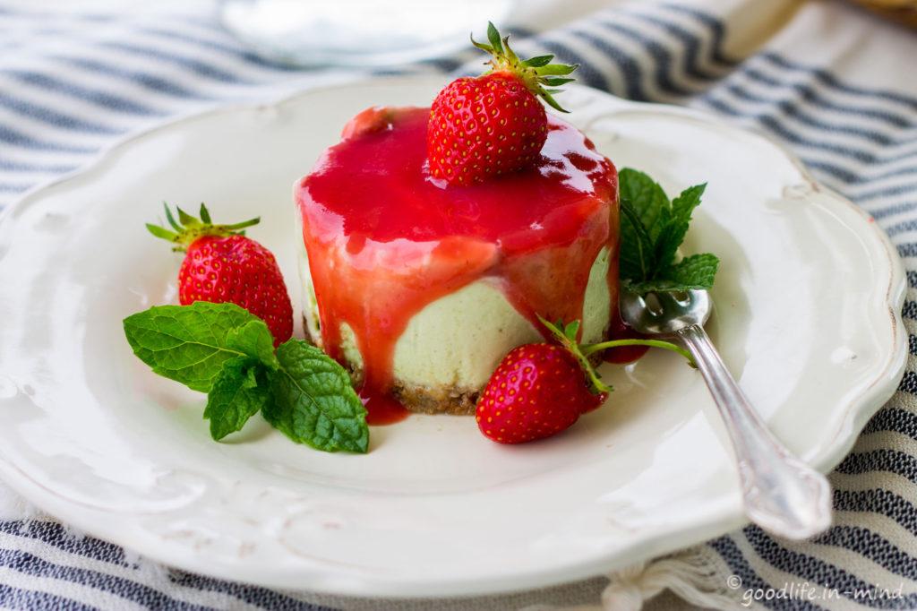 Cheesecake-Basilikum-Erdbeere